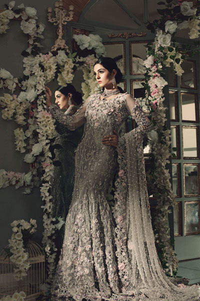 36d250f4f3d1 For all the walima brides this is clearly the first choice to be made  because of the great color combination and the amazing work done on this  bridal ...
