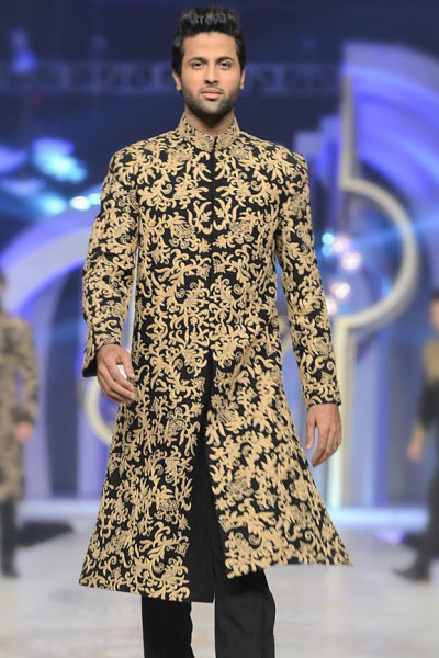 b7424e6d44 Impressed from the attires of Mughal Era, this black sherwani has been  designed for the perfect royal wedding. A master piece that has been  created with ...