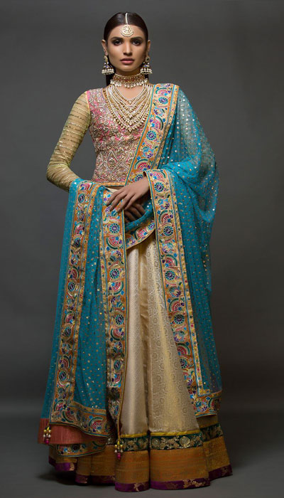 c1a4173bc58 Nomi Ansari s bridal collection features dresses that can easily be worn by  ladies of different personality and tastes. If you re on a look out for ...