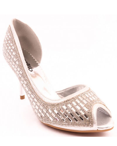 33c80f6fab0f 16 Best Stylo Bridal Shoes For Perfect Pakistani Bride 2018